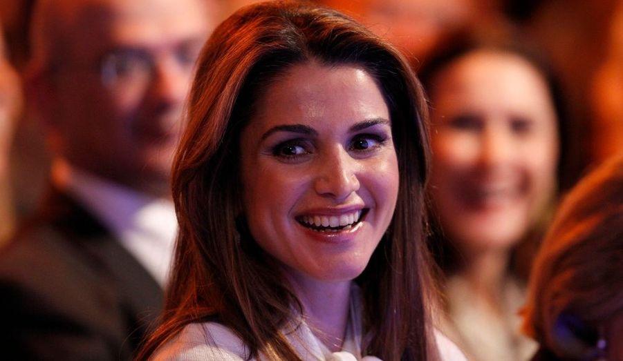 Accompagnée de son mari le roi Abdallah de Jordanie, la sublime Rania était présente à Davos pour le Forum économique mondial.