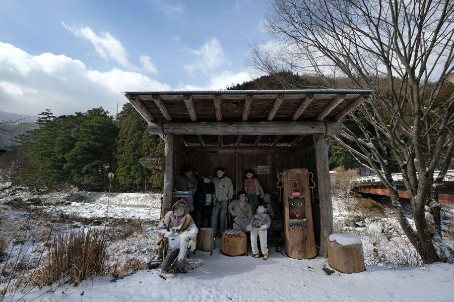 Près de 270 mannequins ont été placés dans la village de Nagoro pour vaincre la solitude des quelques 27 habitants qui y vivent.