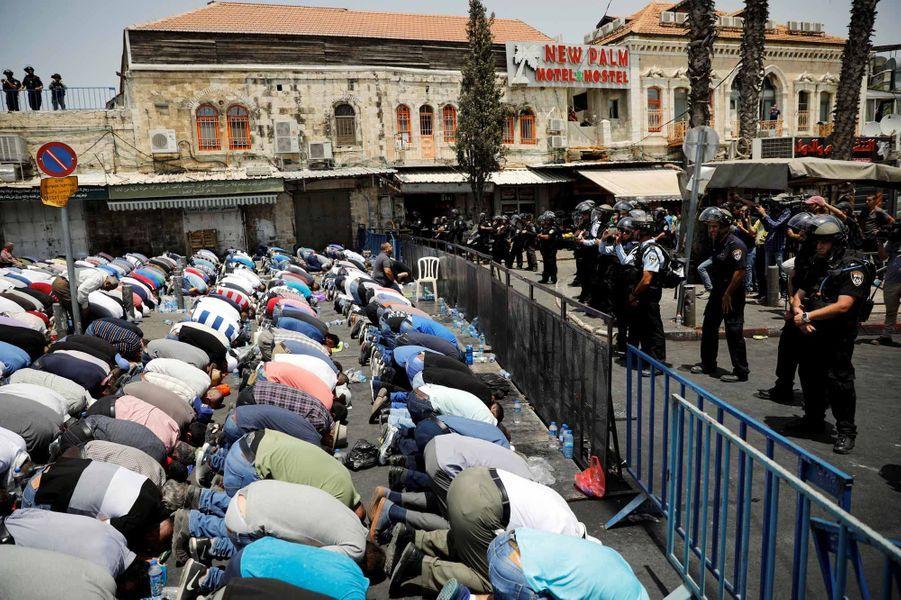 Un manifestant palestinien est mort à Jérusalem-Est dans des affrontements qui ont fait 109 blessés, dont 38 hospitalisés.
