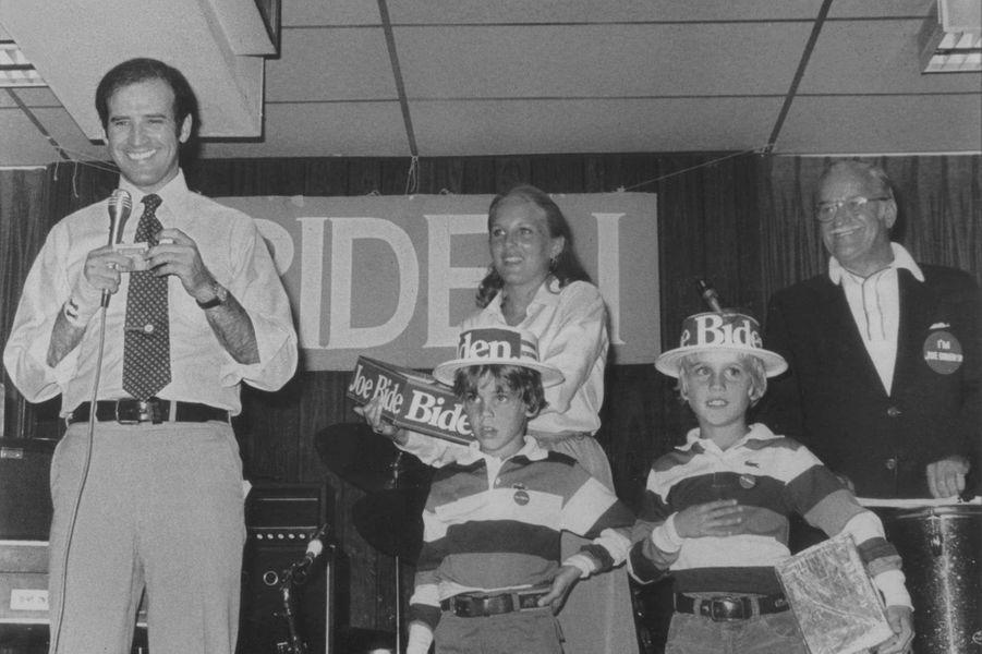 Joe et Jill Biden, avec les petits Hunter et Beau, en 1988.