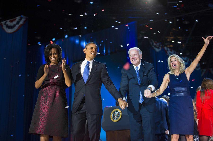 Michelle et Barack Obama, Joe et Jill Biden le soir de l'élection du 44ème président américain, en novembre 2012.