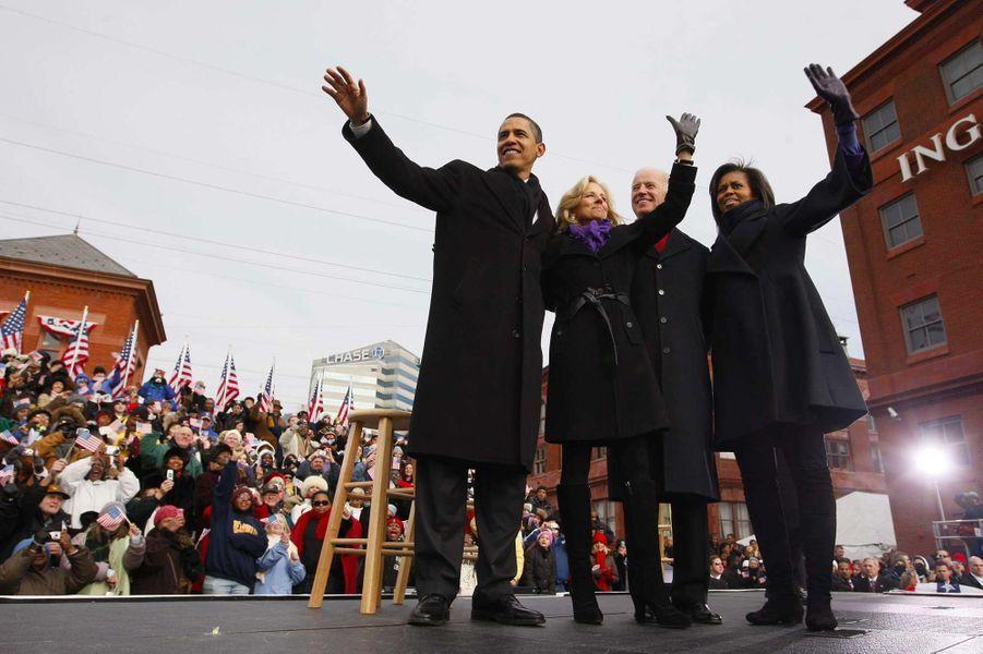 Barack Obama, Jill et Joe Biden et Michelle Obama, en janvier 2009.