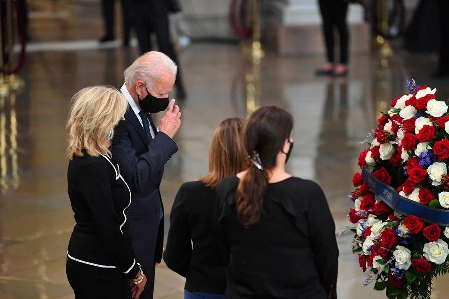 Jill et Joe Biden ont rendu hommage à John Lewis, le 27 juillet 2020.