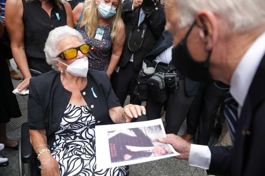 Joe Biden et la mère d'une victimes des attentats du 11-Septembre.