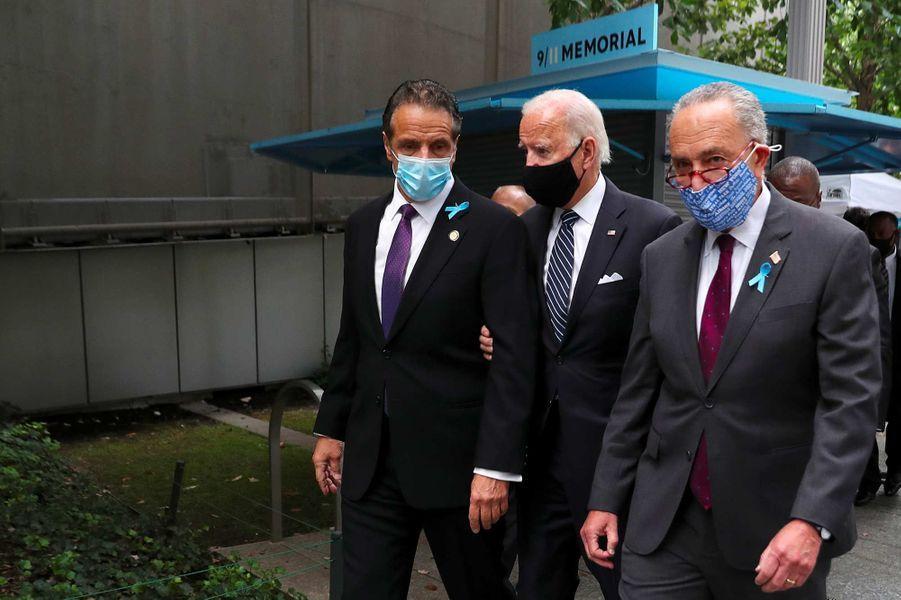 Andrew Cuomo, Joe Biden et Chuck Schumerontassisté à une cérémonie de commémoration à New York, 19 ans après les attentats du 11-Septembre.