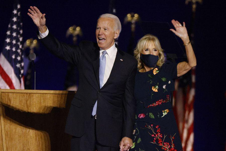 Joe Biden a délivré son premier discours de président éludevant des centaines de partisans réunis dans son fief de Wilmington, dans l'Etat du Delaware. Ici avec son épouse Jill Biden.