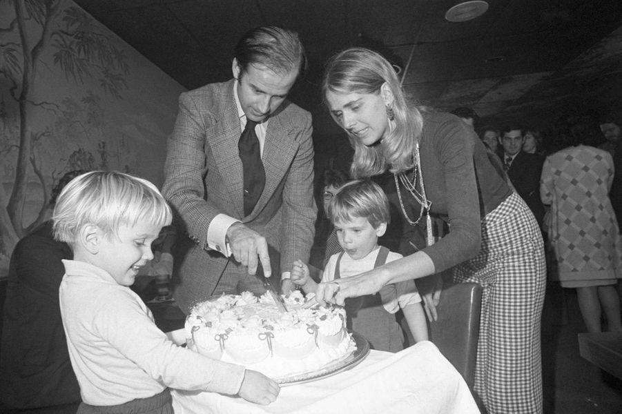 Joe Biden et sa femme Neilia avec leurs fils Beau et Hunter, en novembre 1972.