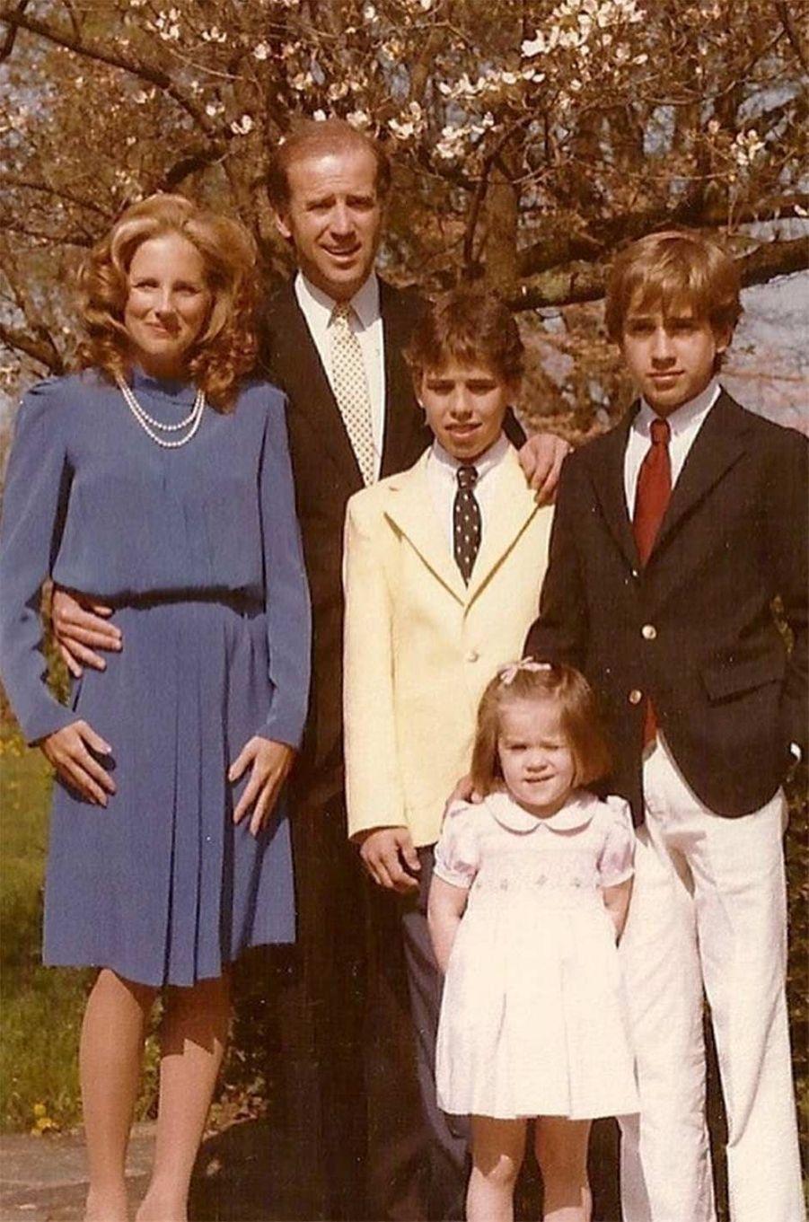 Portrait de famille avec Joe, Jill, Hunter, Ashley et Beau Biden.
