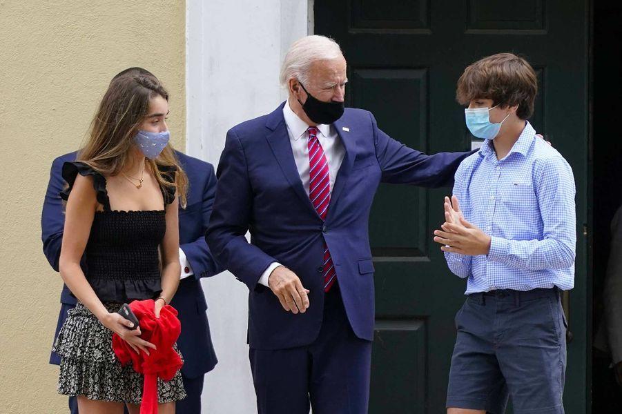 Joe Biden avec ses petits-enfants Natalie et Hunter, en septembre 2020.