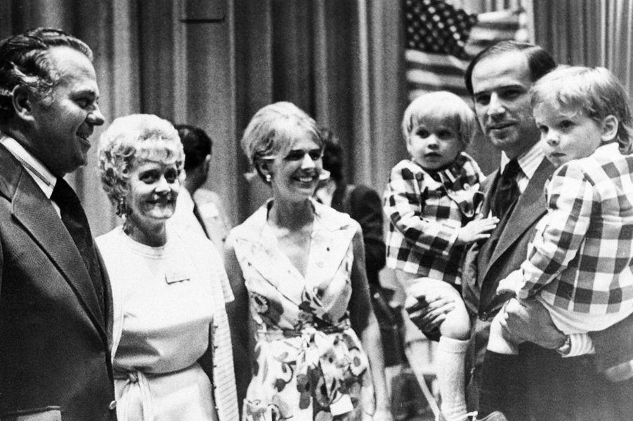 Joe Biden avec son épouse Neilia et leurs fils Beau et Hunter, en 1972.