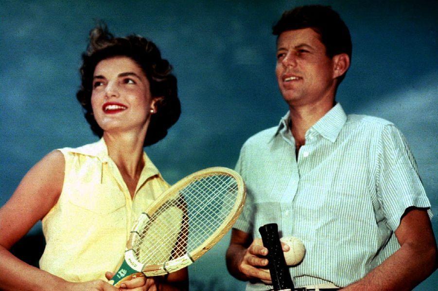 En juin 1953, John F. Kennedy, alors sénateur, et sa femme Jackie Kennedy à Hyannis Port.
