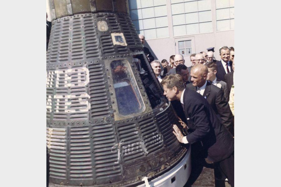 John F. Kennedy àCap Canaveral, en Floride, en février 1962.