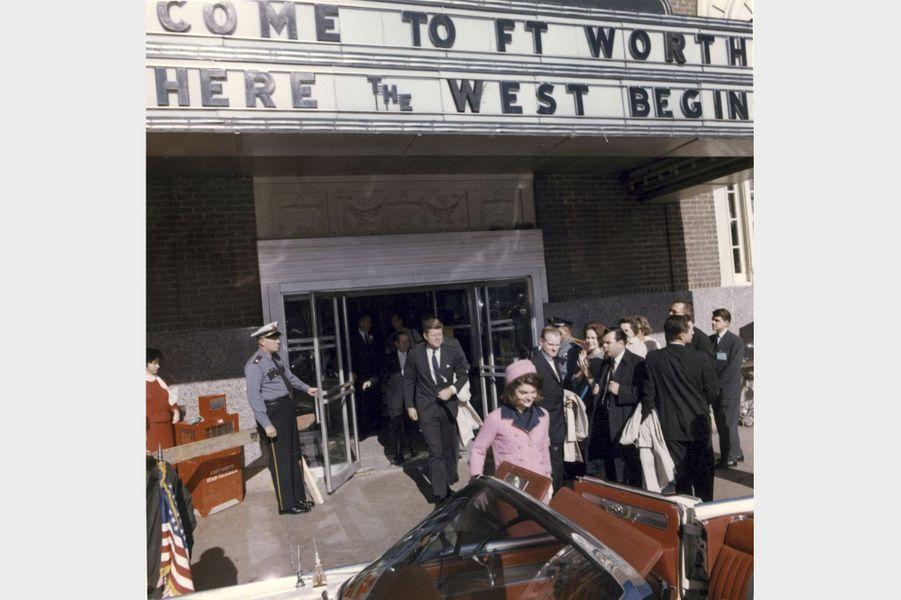 Jackie et John F. Kennedy à Fort Worth, au Texas, le jour de sa mort, le 22 novembre 1963.