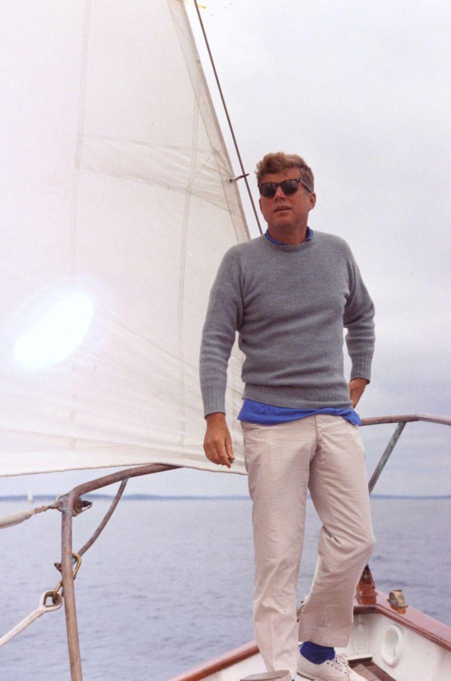 John F. Kennedy en août 1962 sur le Manitou.