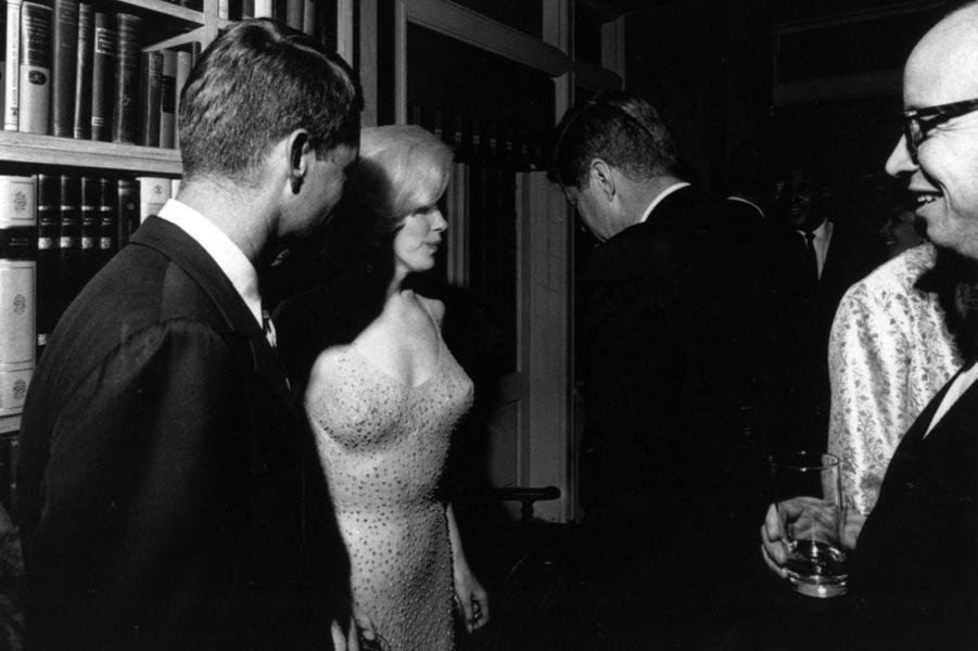 Robert F. Kennedy, Marilyn Monroe, John F. Kennedy et Arthur Schlesinger Jr, en mai 1962.