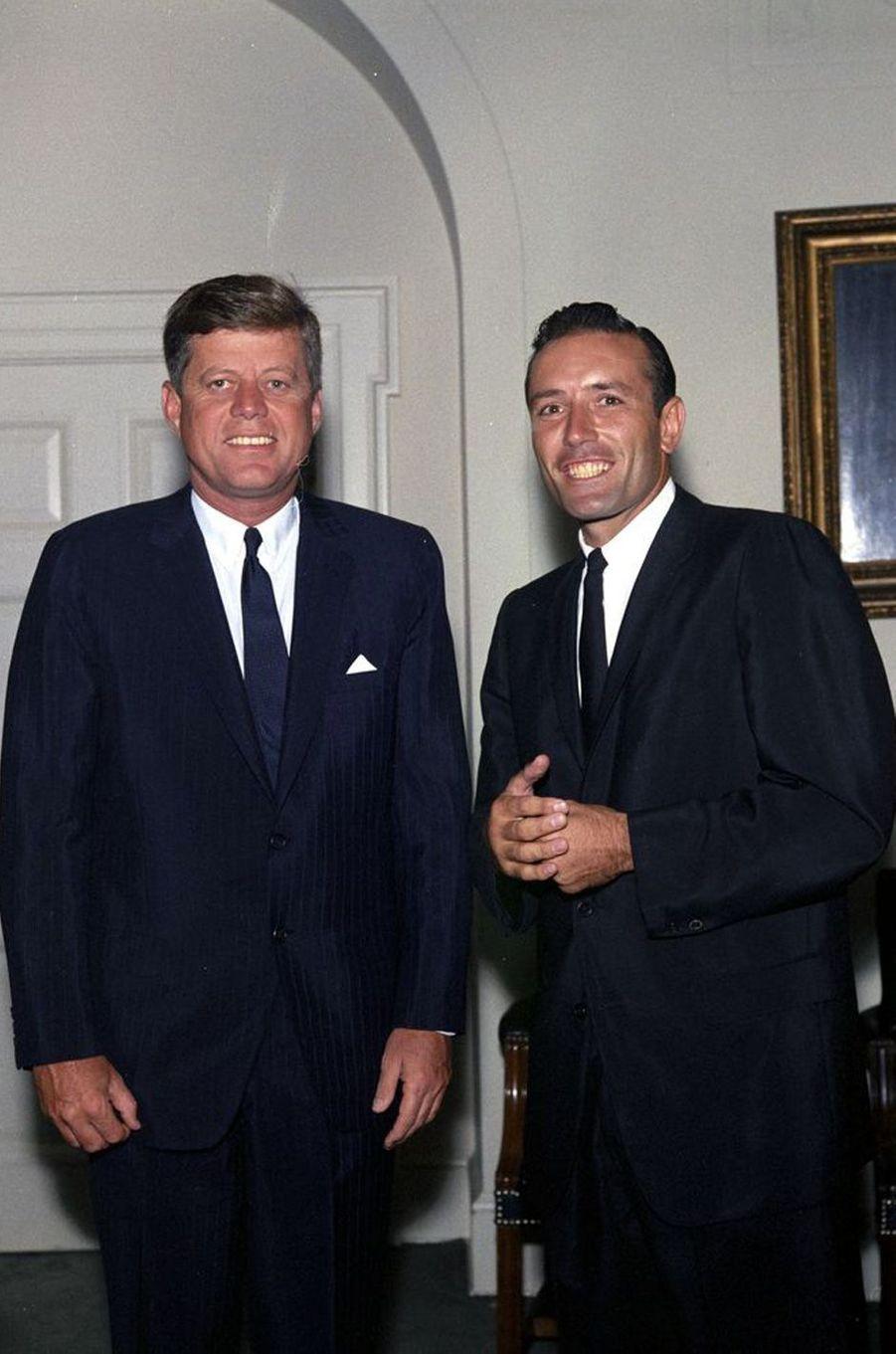 John F. Kennedy et le joueur de base-ball Jimmy Piersall, en juillet 1962.