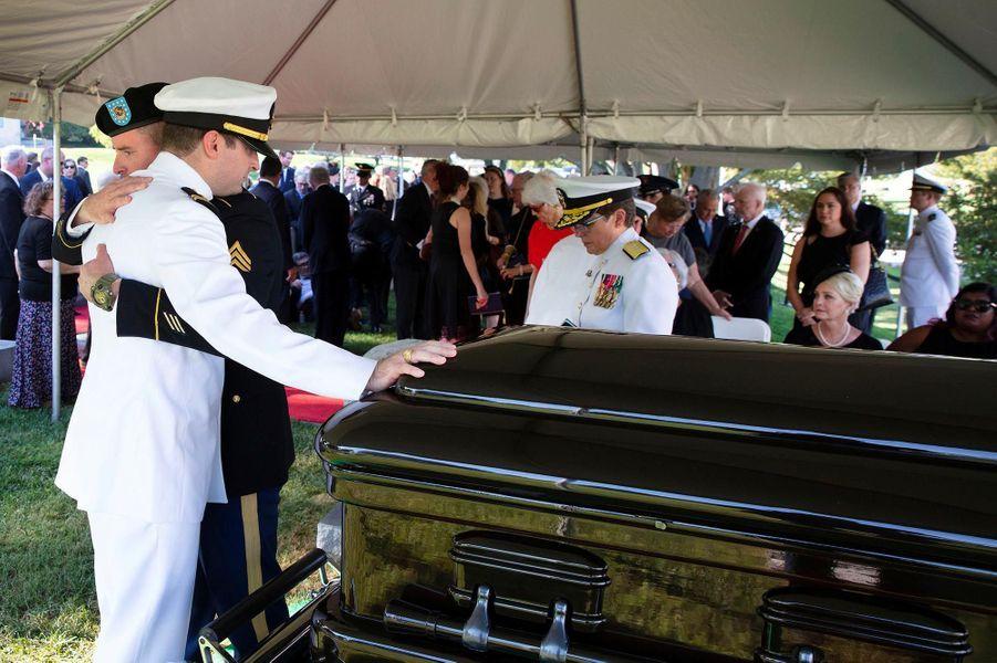 John McCain a été inhumé dans l'intimité à Annapolis, le 2 septembre 2018.
