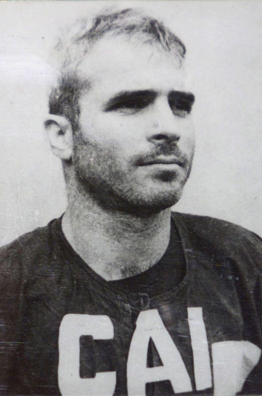 Alors prisonnier de guerre au Vietnam John McCain en 1967