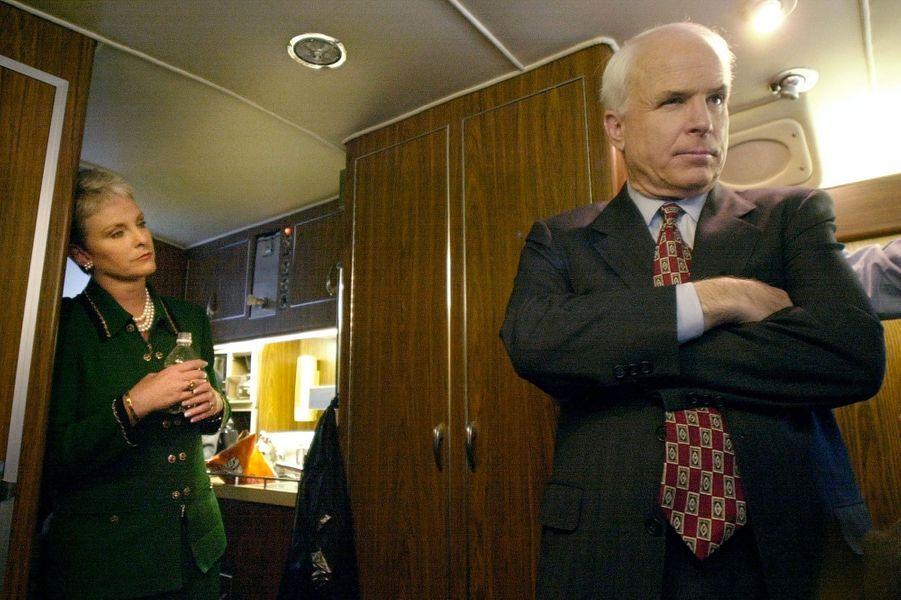 Cindy et John McCain en janvier 2000