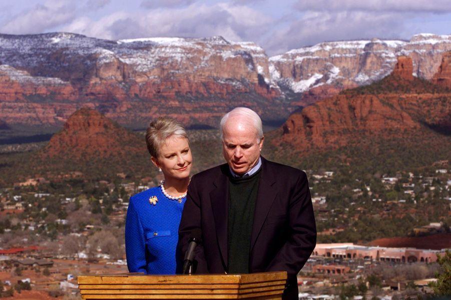 Cindy et John McCain en mars 2000
