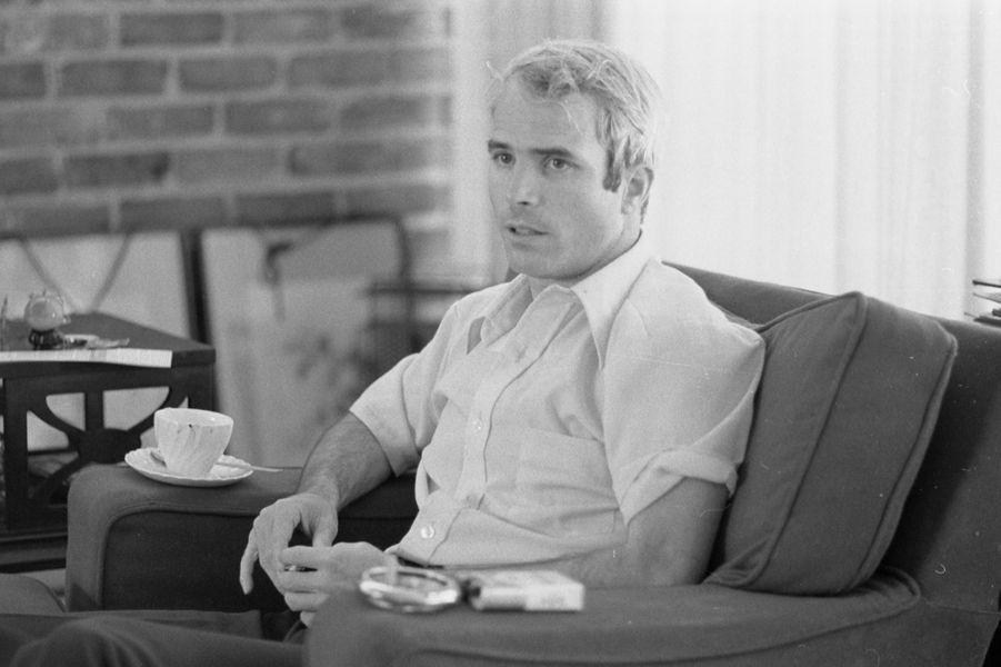 John McCain en avril 1973 Library of Congress Handout