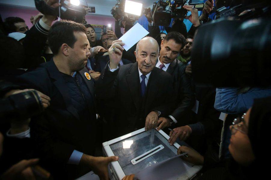 Abdelmadjid Tebboune vote à Alger, le 12 décembre 2019.