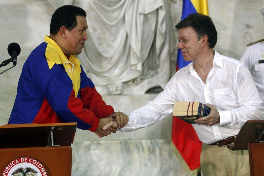 Hugo Chavez et le président colombien Juan Manuel Santos à Santa Marta, en août 2010.