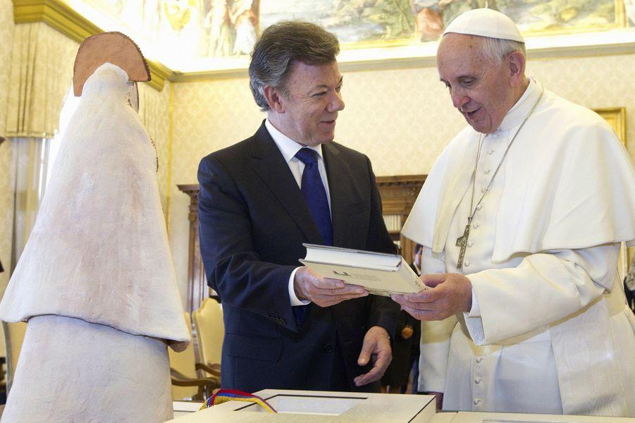 Le président colombien Juan Manuel Santos et le pape François, en mai 2013.