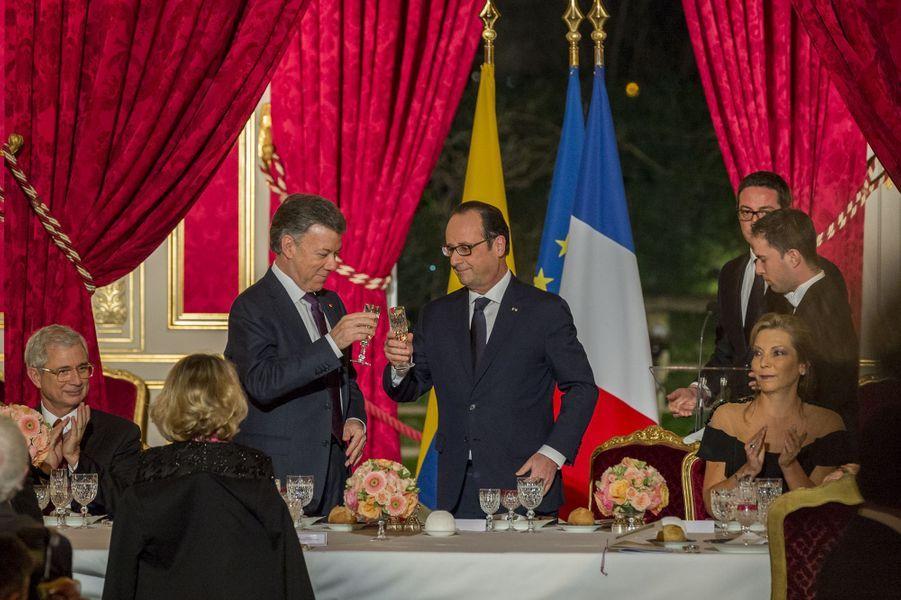 Le président colombien Juan Manuel Santos reçu à l'Elysée par François Hollande pour un dîner d'Etat, en janvier 2015.