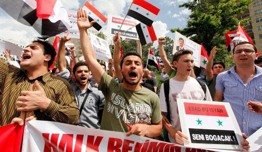 L'exode de Syriens vers la Turquie voisine s'accélère à mesure que les militants meurent lors de manifestations. Tandis que la Syrie saigne et que l'ONU réclame la fin de cette «répression violente», Bachar el Assad semble faire la sourde oreille.