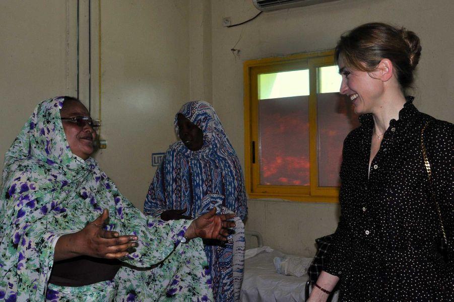 Julie Gayet à la maternité de l'hôpital de la mère et l'enfant de N'djamena le 25 janvier.