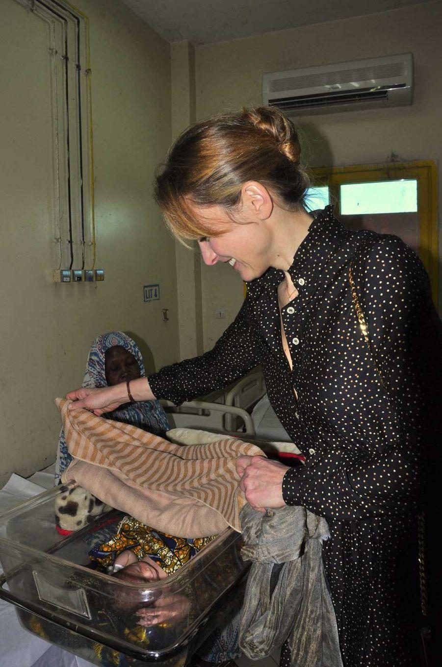 Julie Gayet visite le 25 janvier l'hôpital de la mère et l'enfant.
