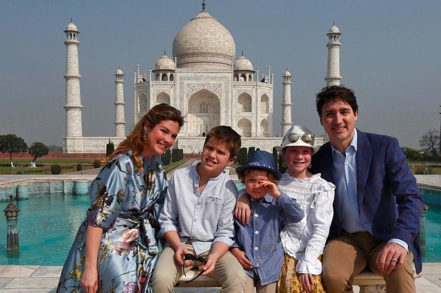 Le Premier ministre canadien Justin Trudeau et sa famille au Taj Mahal, le 18 février 2018.