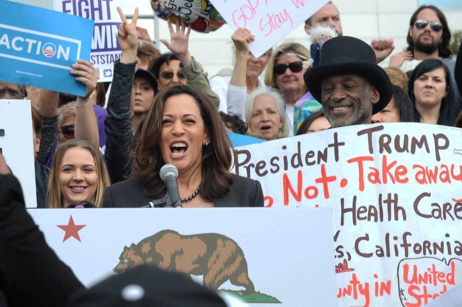 Kamala Harris devant leLAC/USC Medical Center à Los Angeles, en janvier 2017.
