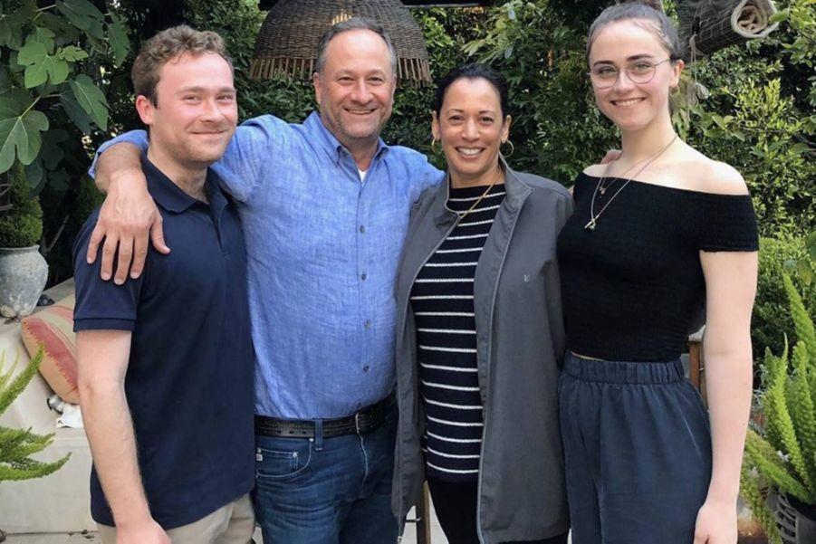 Kamala Harris avec son mari Douglas Emhoff et ses enfants Cole et Ella.