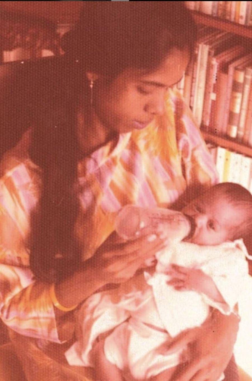 Kamala Harris bébé avec sa mèreShyamala Gopalan.