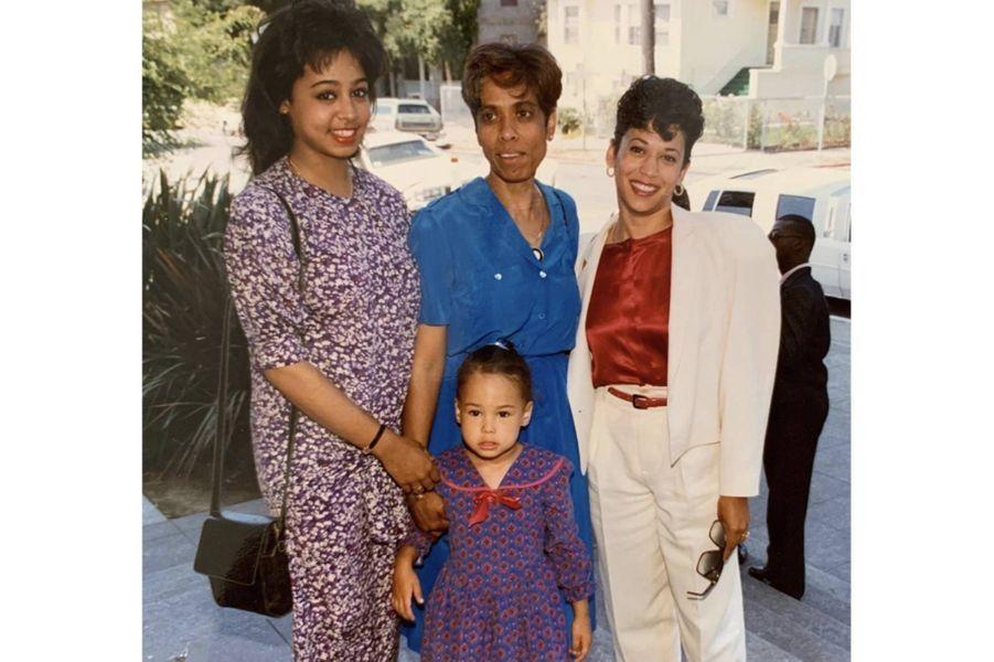 Kamala Harris avec sa soeur Maya, sa mèreShyamala Gopalan et sa nièce Meena.