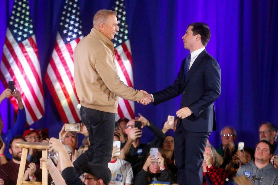 Kevin Costner a prononcé un discours durant le meeting de Pete Buttigieg dans l'Iowa, le 22 décembre 2019.