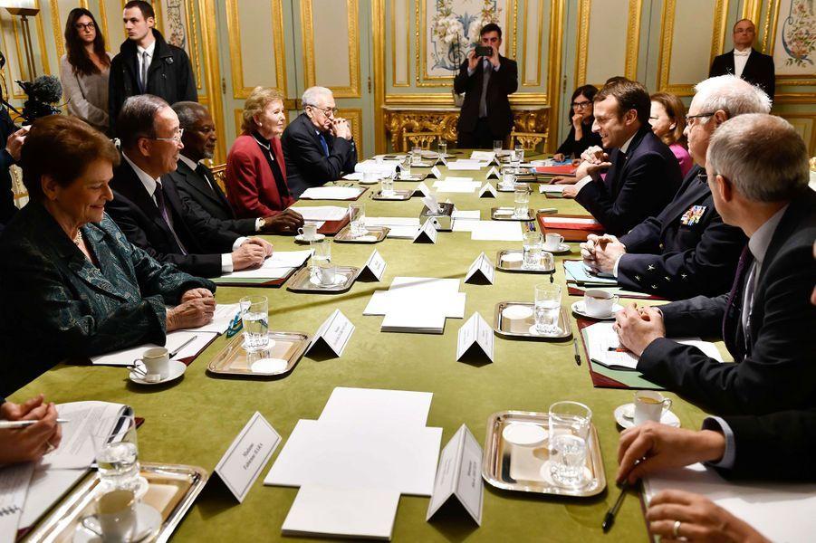 Lors d'une réunion avec Emmanuel Macron en 2017