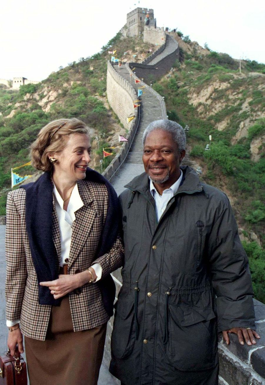 Avec son épouseNane Annan en 1997 sur la Grande muraille de Chine