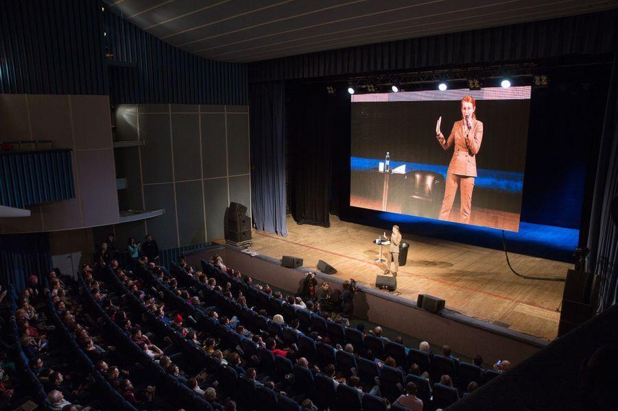 Assemblement fin journée à l'auditorium de Samara.