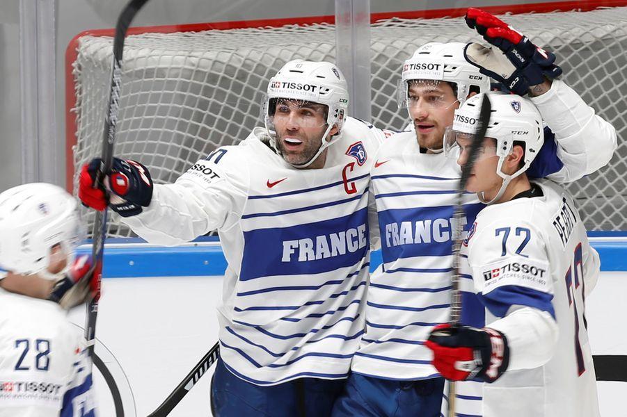 5 mai 2017 : ouverture des championnats du monde de hockey sur glace masculin à Paris et Cologne.