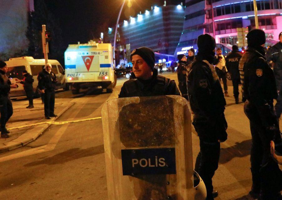 L'ambassadeur Russe En Turquie Abattu En Public 3