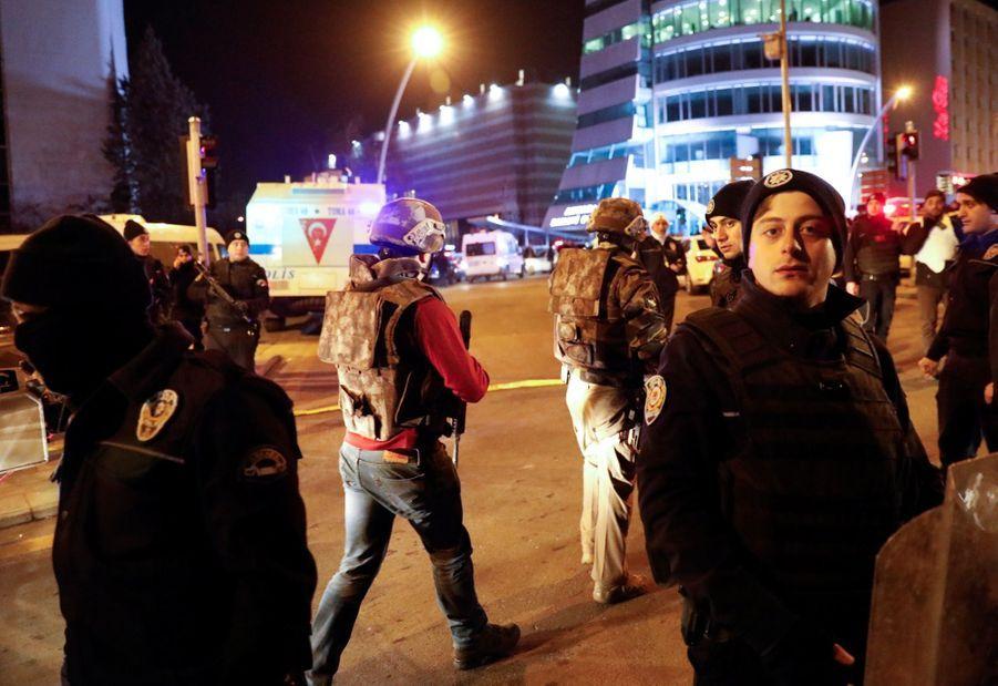 L'ambassadeur Russe En Turquie Abattu En Public 4