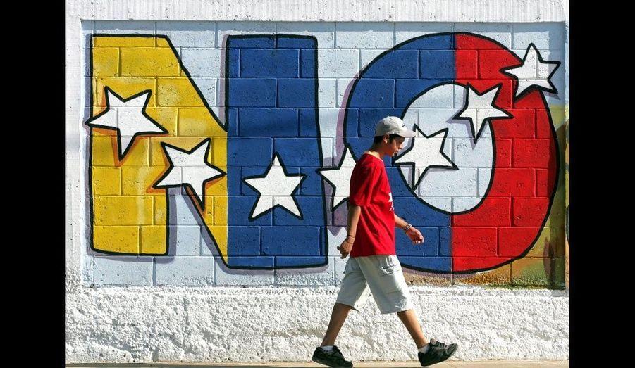 En 2004, à Isla Margarita, de nombreux graffitis invitaient à voter non au referendum visant à destituer le président Chavez.