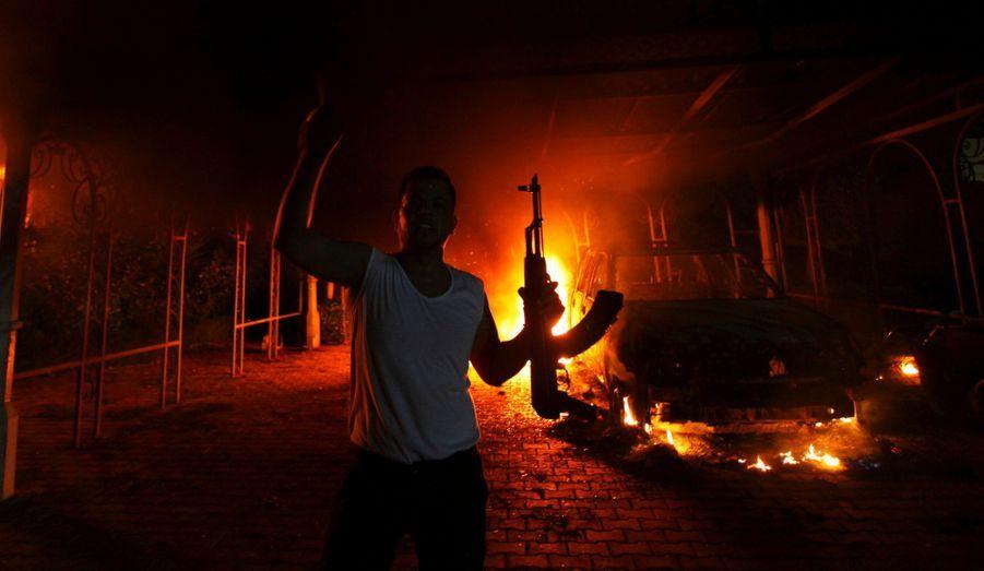 """Diffusé sur Internet, un métrage intitulé """"L'innocence des Musulmans"""" provoque la colère des Islamistes. Al Qaida en profite pour fomenter un attentat contre l'ambassade des Etats-Unis à Benghazi, en Libye. Quatre Américains trouvent la mort, dont l'ambassadeur, Christopher Stevens."""