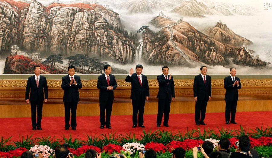 Xi Jinping est le nouvel homme fort de la Chine. Comme prévu, il a succédé à Hu Jintao au poste de Secrétaire général du Parti communiste chinois lors du XVIIIe congrès du Parti communiste chinois.