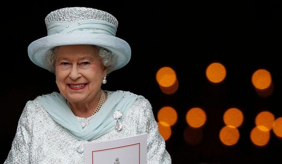 Malgré les soucis de santé de son époux Philip, Elizabeth II rayonne lors de son jubilé qui fêtait les 60 ans de son règne.