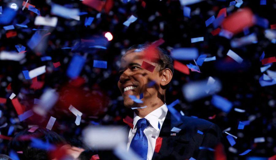 Barack Obama a réussi son pari. Malgré la hargne de son adversaire, le Républicain Mitt Romney, le Démocrate remporte à nouveau l'élection présidentielle américaine avec 332 grands électeurs acquis à sa cause.