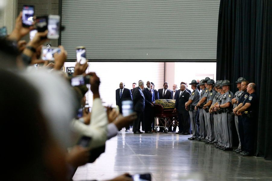 Le cercueil du boxeur Mohamed Ali est exposé, à Louisville, dans le Kentucky, le 9 juin 2016.
